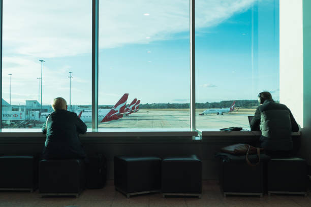 waiting for flight - qantas foto e immagini stock