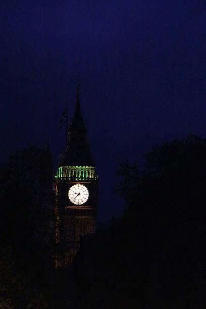 Waiting for Peter Pan Big Ben at night (London, England). peter pan stock pictures, royalty-free photos & images