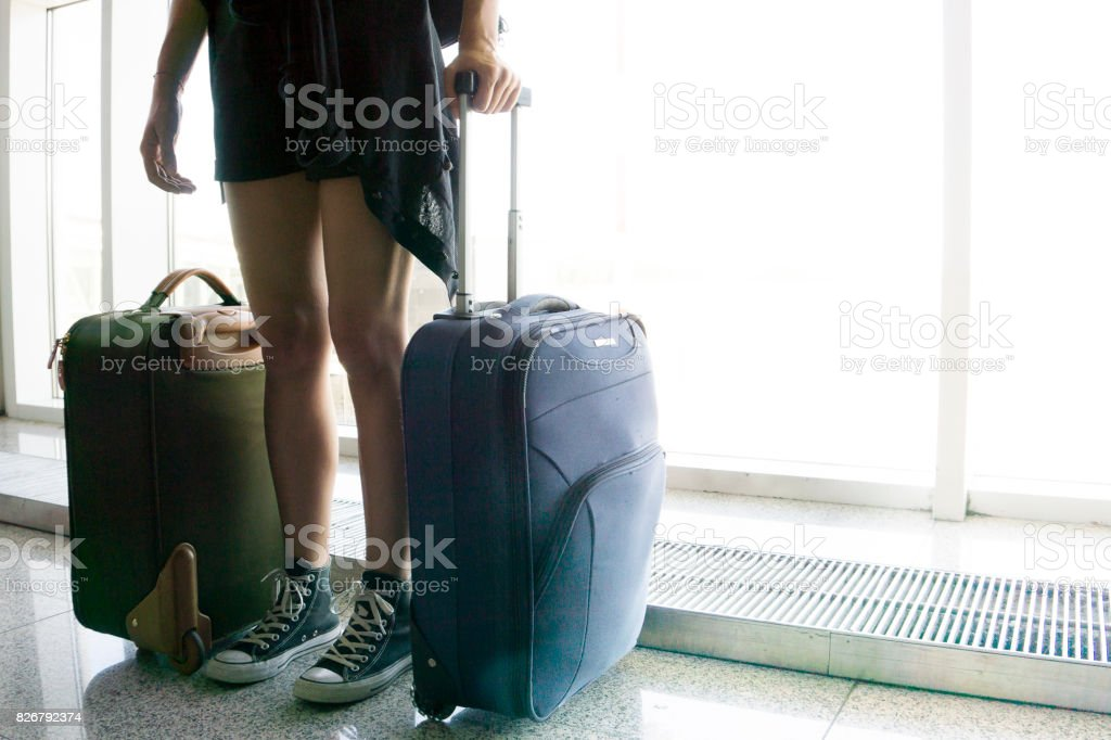 Waiting for the airplane in the international airport - foto stock