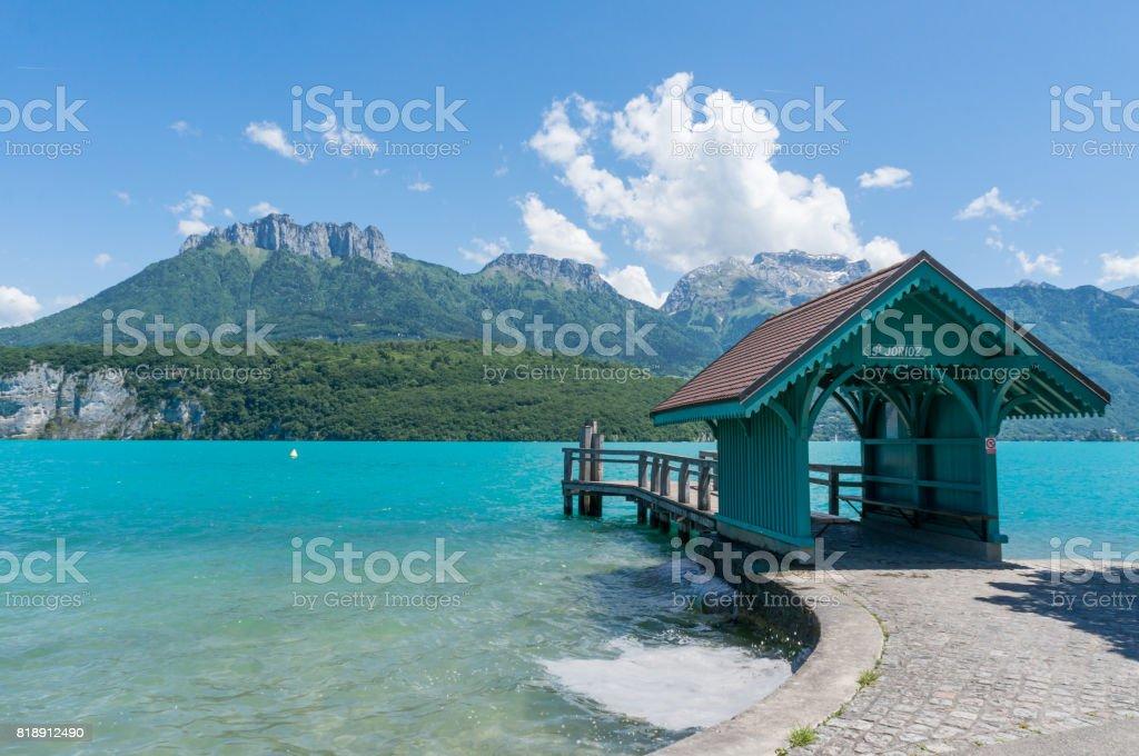 Maison d'attente pour les touristes de se lancer dans des navires à Saint Joriz sur le Lac d'Annecy - Photo