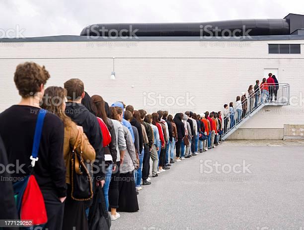 Waiting in line picture id177129252?b=1&k=6&m=177129252&s=612x612&h=uana ahq gxvyj17oqiewwsmok5lnwychzn4okw1v8y=