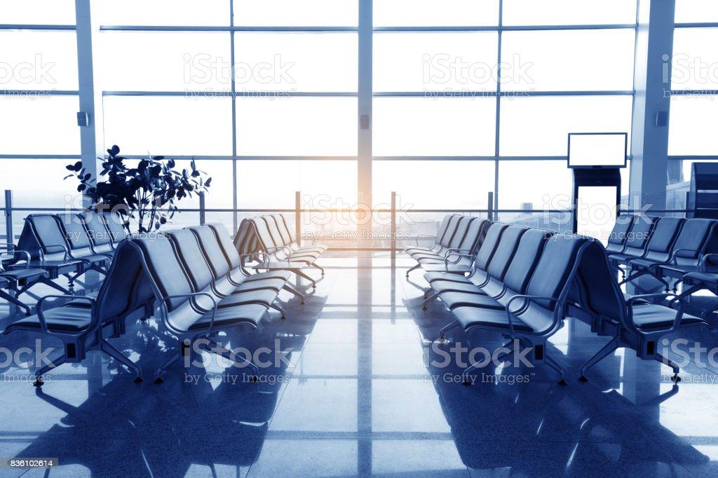 Comedor con ocho sillas de espera, lugar en el aeropuerto - foto de stock
