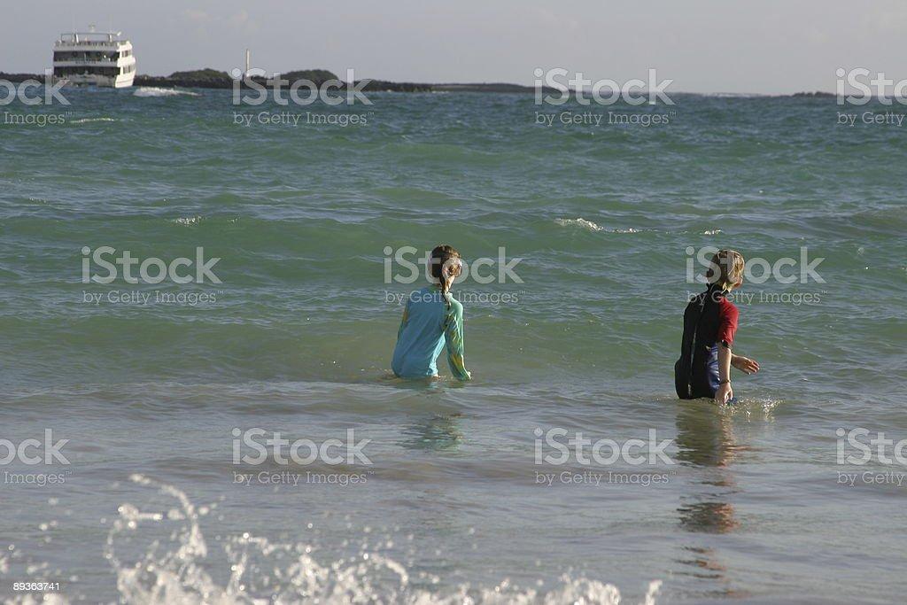 Esperando a ver una ola foto de stock libre de derechos