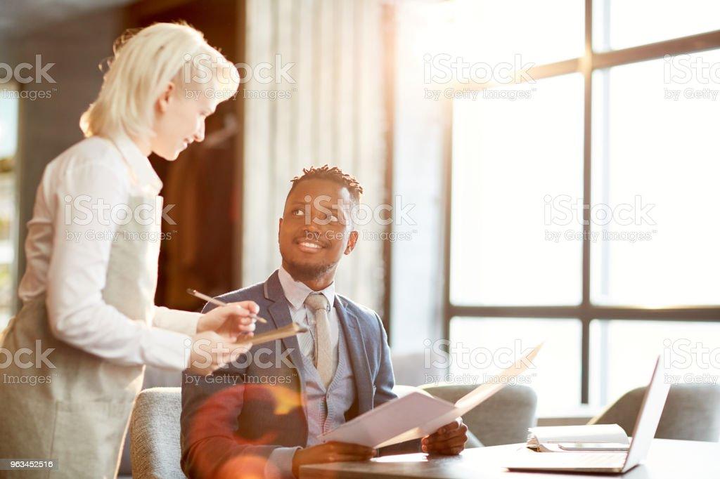 Garson ve işadamı - Royalty-free Adamlar Stok görsel
