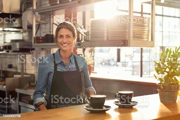Waitress at cafe counter picture id1040300706?b=1&k=6&m=1040300706&s=612x612&h=mcz4sgbus8zta6p7dznrdxsu1stknofhoywyyvcpytq=
