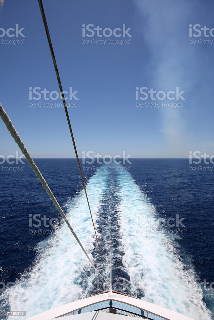 Wake Behind A Cruise Ship royalty free stockfoto