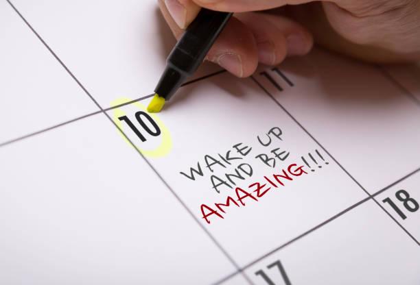 aufwachen und erstaunlich sein!!! - donnerstagnachmittag stock-fotos und bilder