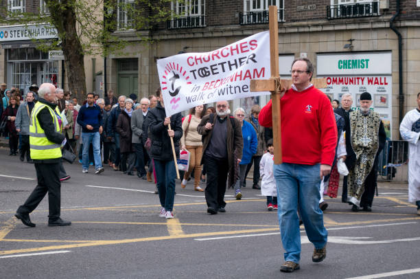 """""""walk of witness"""" gute parade freitag in beckenham - beckenham town stock-fotos und bilder"""