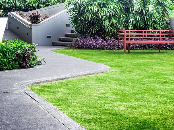 """spaziergang weg in der """"roof garden"""" - zement terrasse stock-fotos und bilder"""