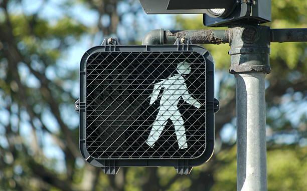 walk sign - voetganger stockfoto's en -beelden