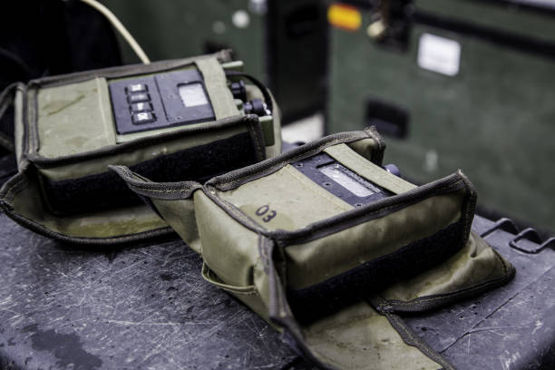 walkie talkie armed forces - ricetrasmettitore foto e immagini stock