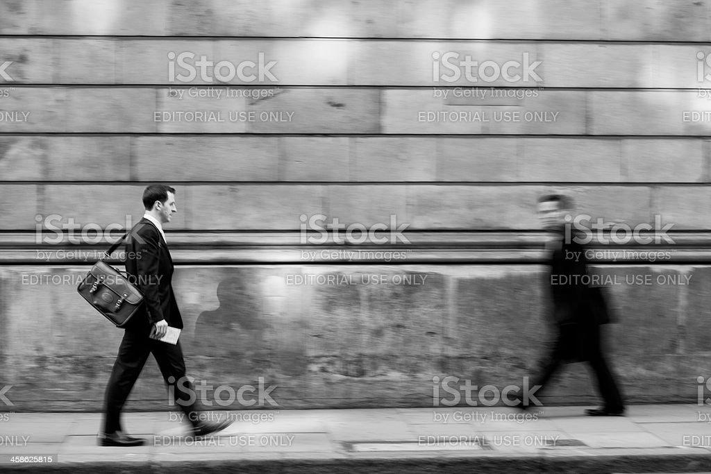 Walking Geschäftsmann Lizenzfreies stock-foto