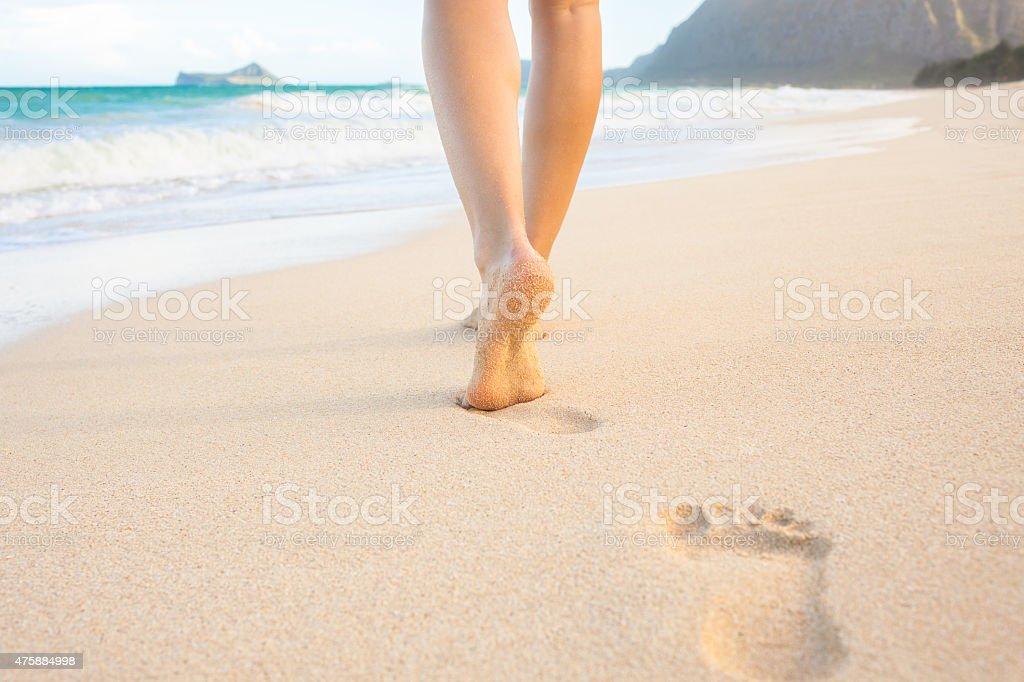 Cammina sulla spiaggia - foto stock