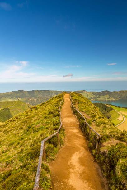 Weg gehen, um einen Blick auf die Seen von Sete Cidades, Azoren, Portugal – Foto