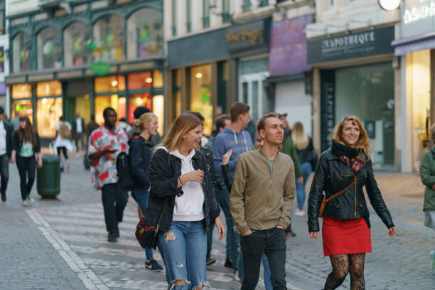 walking människor i bryssel street - walking home sunset street bildbanksfoton och bilder