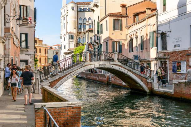 Passeio através de Veneza, turismo, turista - foto de acervo