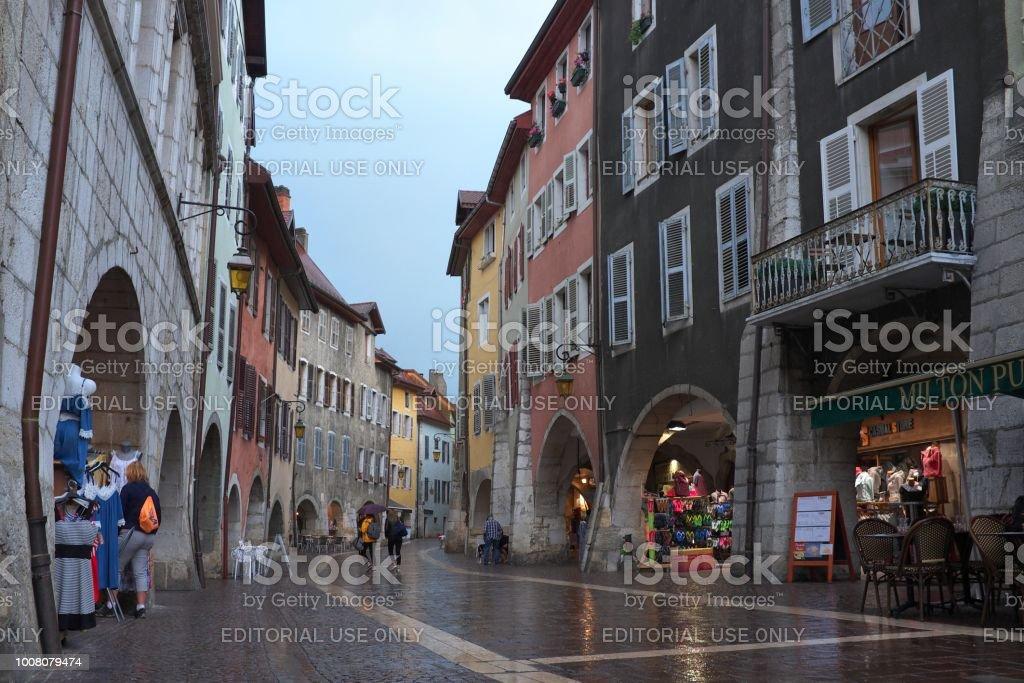 Wanderer auf den Straßen der alten Stadt Annecy – Foto