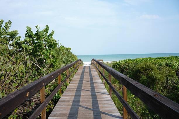 Gehweg zum Strand – Foto