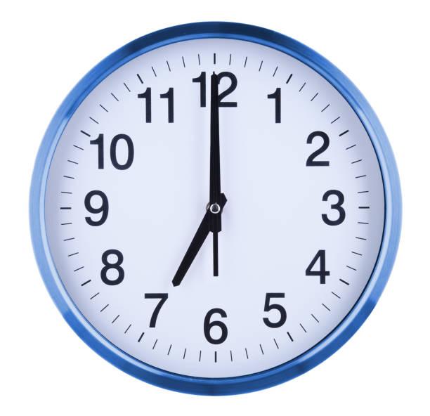 reloj de pared aislado sobre fondo blanco. siete oclock - wall clock fotografías e imágenes de stock