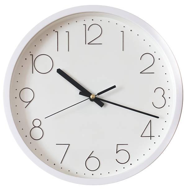 reloj de pared aislada sobre blanco - wall clock fotografías e imágenes de stock