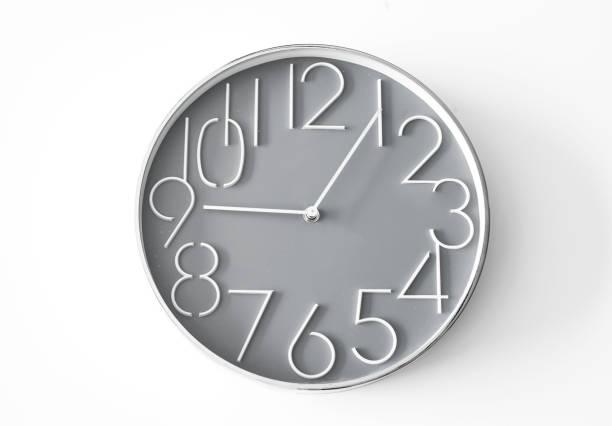 reloj de pared en el fondo aislado - wall clock fotografías e imágenes de stock
