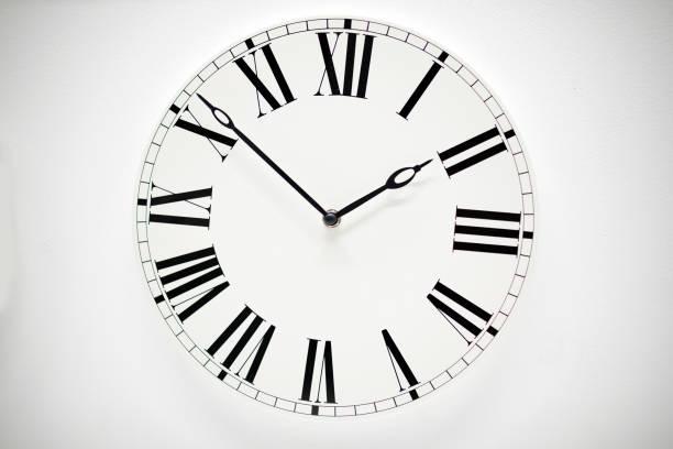 horloge murale - pendule photos et images de collection
