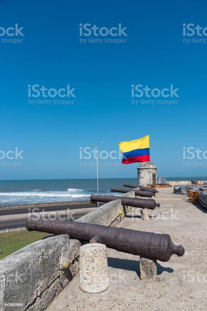 Pared de Cartagena con la bandera de Colombia. Colombia - foto de stock