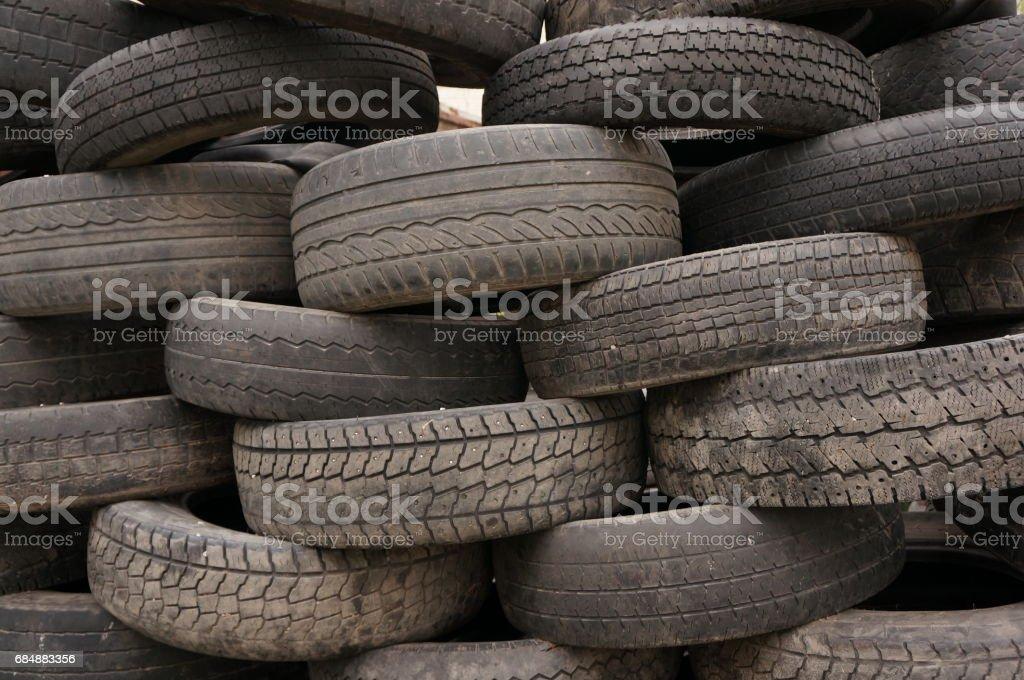 Wand des alten Auto Reifen. Lizenzfreies stock-foto