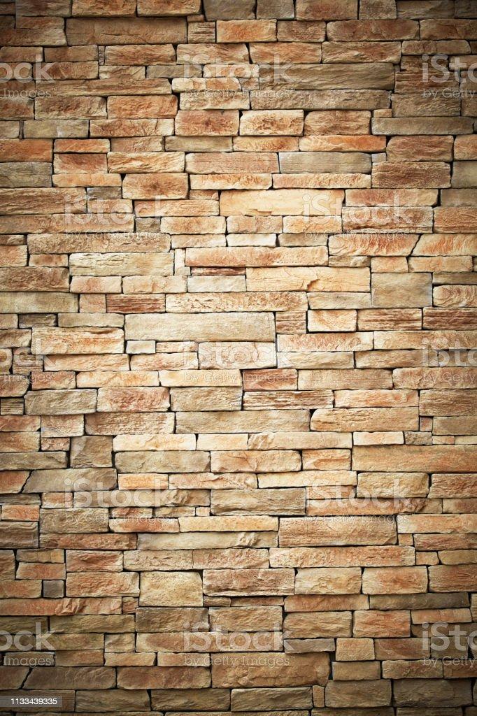 Muur van steen beige oppervlakte bakstenen als achtergrond. foto