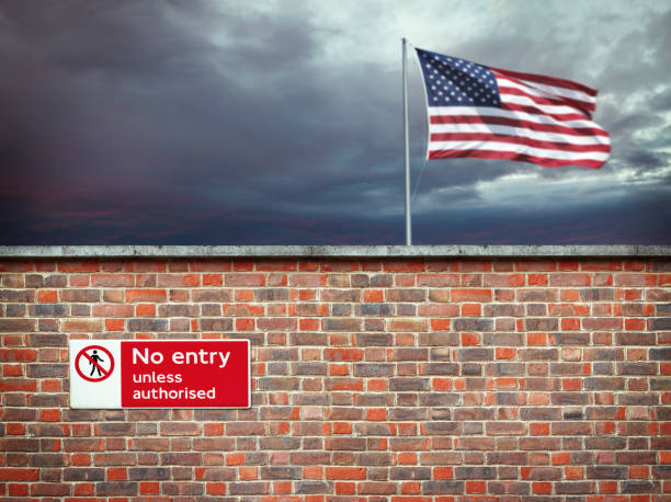 Wall on the border of the USA Wall on the border of the United States international border barrier stock pictures, royalty-free photos & images