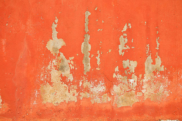 wall red - peinture écaillée photos et images de collection
