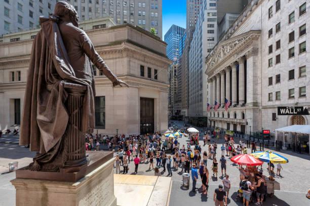 wall street in new york, usa - nyse crash imagens e fotografias de stock