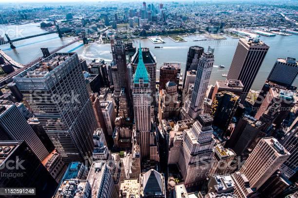 40ウォールストリート低いマンハッタンのトランプの建物日の出に屋根の ...