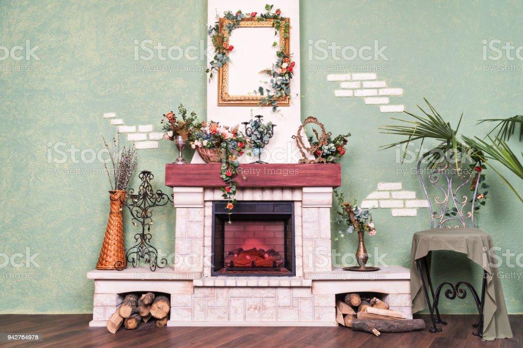 Wand Mit Dekorativen Kamin Stockfoto Und Mehr Bilder Von Anzunden Istock