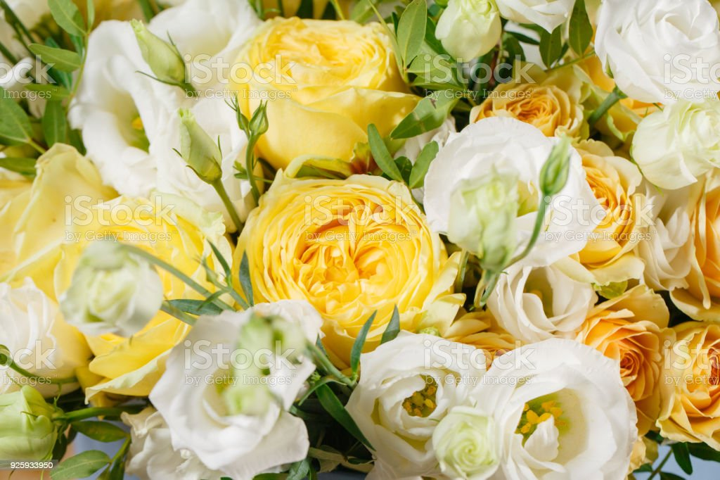 Wallpaper Bunch Of White Eustoma And Yellow Roses Flowers Green Leaf