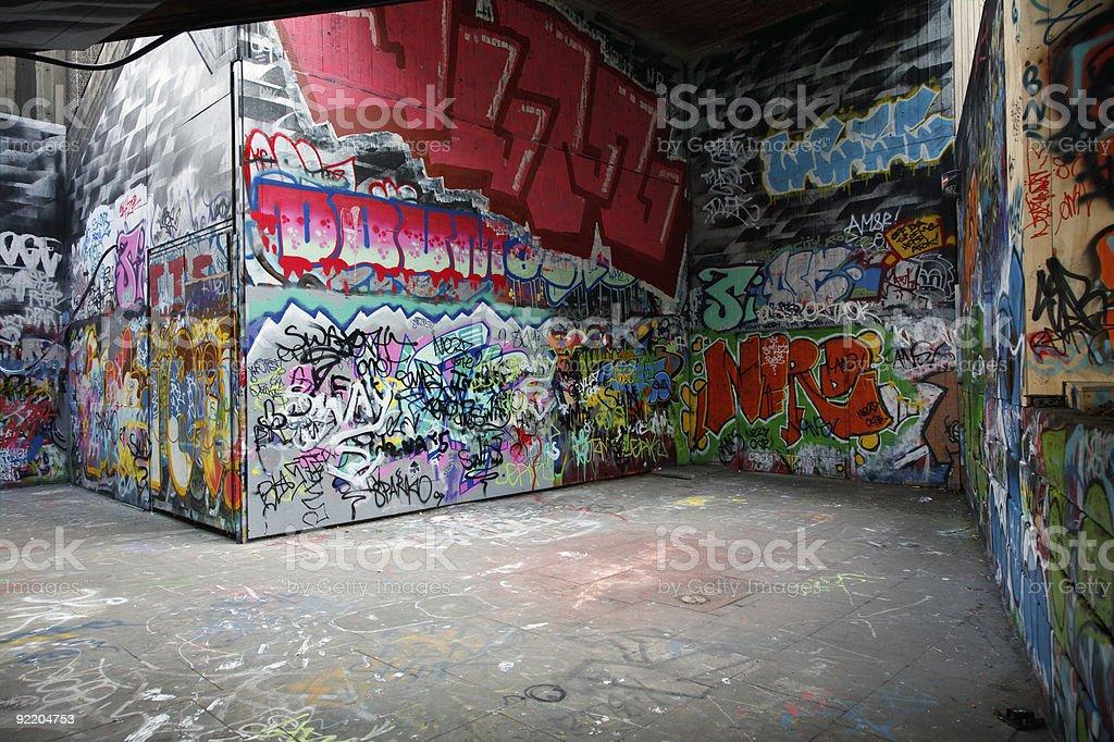 Paredes pintadas con colorido graffiti fotograf a de for Fotos paredes pintadas