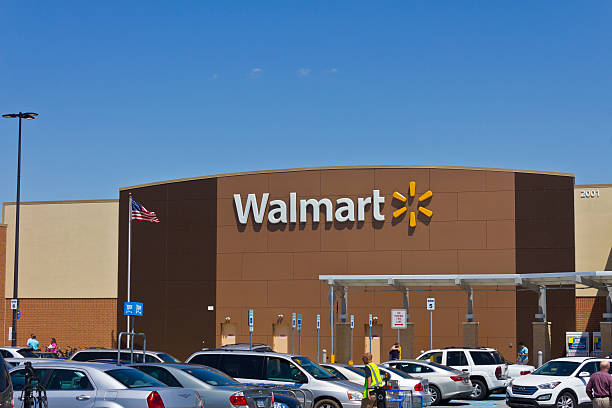 Indianapolis - March 2016: Walmart Retail Location V Indianapolis, US - May 18, 2016: Walmart Retail Location. Walmart is an American Multinational Retail Corporation V wal mart stock pictures, royalty-free photos & images