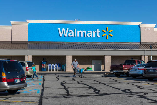 Walmart Retail Location. Walmart is an American Multinational Retail Corporation XI Shelbyville - Circa May 2017: Walmart Retail Location. Walmart is an American Multinational Retail Corporation XI wal mart stock pictures, royalty-free photos & images
