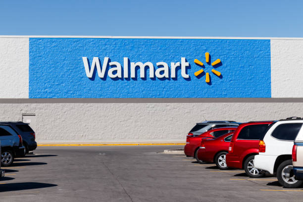 walmart retail location. walmart is boosting its internet and ecommerce presence to keep up with competitors i - walmart стоковые фото и изображения