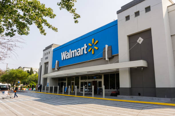 Walmart store entrance August 7, 2018 Mountain View / CA / USA - People going in and coming out of a Walmart store on a sunny day, south San Francisco bay area wal mart stock pictures, royalty-free photos & images