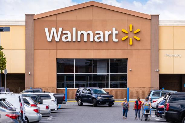 фасад магазина walmart с логотипом компании - walmart стоковые фото и изображения