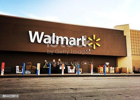 istock Walmart Supercenter in Pittsburgh 854423810