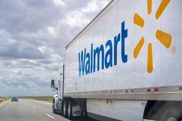 Walmart truck May 25, 2018 Bakersfield / CA / USA - Walmart truck driving on the interstate on a cloudy day wal mart stock pictures, royalty-free photos & images
