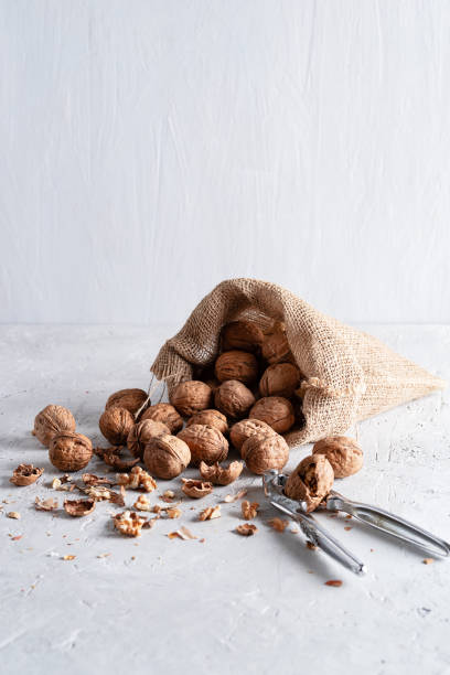 Walnuts are in a yuta bag on a delicate background - foto stock