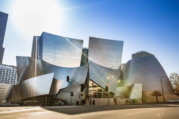 walt disney concert hall in der innenstadt von los angeles kalifornien usa - modernes disney stock-fotos und bilder