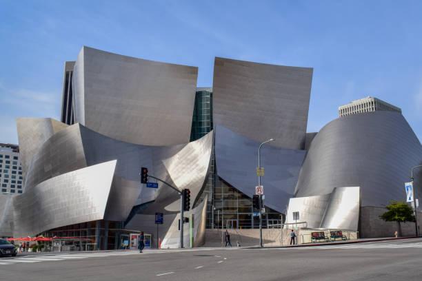 walt disney concert hall in downtown los angeles - modernes disney stock-fotos und bilder