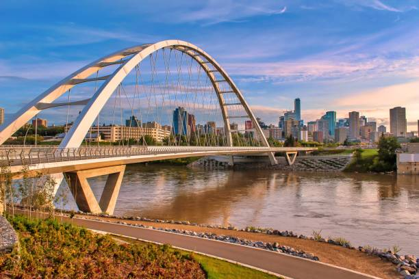 Walterdale Bridge Walkway A scenic view of the iconic Walterdale Bridge and its walkway in Edmonton alberta stock pictures, royalty-free photos & images