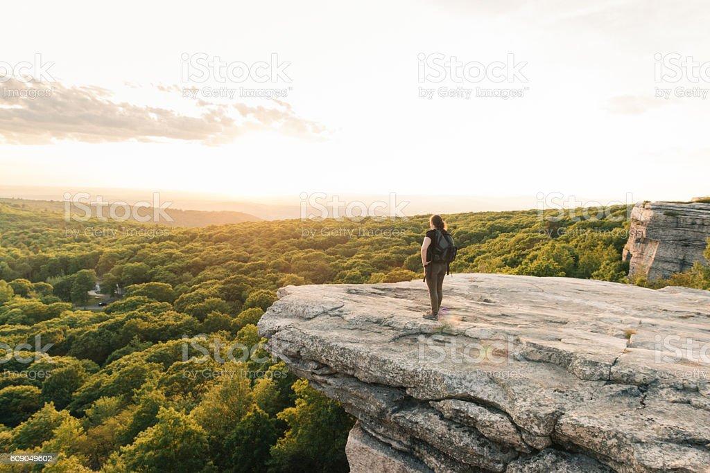 Wanderlust Adventure Hiking Woman Enjoys Sunset Catskills Mountain View NY - 로열티 프리 30-39세 스톡 사진