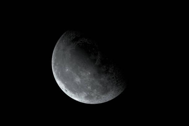 luna gibbous calante - luna gibbosa foto e immagini stock