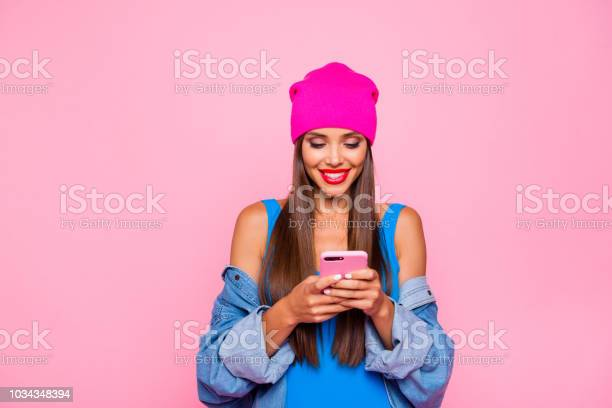 I Want Like On Instagram Crazy Subscriber Addicted People Person Concept Close Up Photo Portrait Of Attractive Funny Cheerful Toothy Lady Using Holding Cellular In Hand Isolated Bright Background - zdjęcia stockowe i więcej obrazów Aplikacja mobilna
